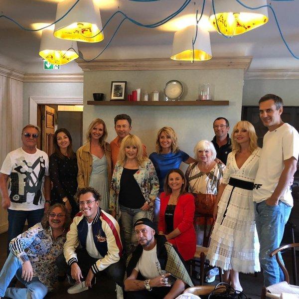 «Прямо вся «Песня года» на фото»: Алла Пугачева устроила дружеский ужин в Юрмале