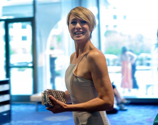 52-летняя звезда «Санта-Барбары» вышла замуж за 30-летнего бойфренда