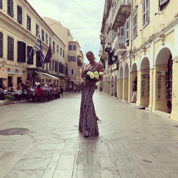 «Одно и то же»: Анастасия Волочкова взбесила поклонников фото с отдыха в Греции