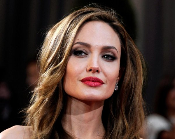 Анджелина Джоли появилась на публике с детьми после слухов о нервном срыве