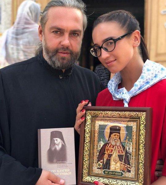 «Вторая Волочкова»: Поход Бузильды в церковь возмутил подписчиков