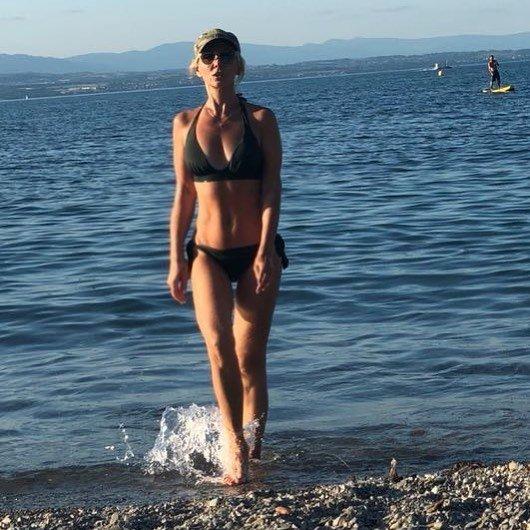 Фигура 50-летней Валерии в купальнике сразила поклонников