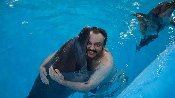 100-килограммовый Киркоров оседлал дельфина в Алуште