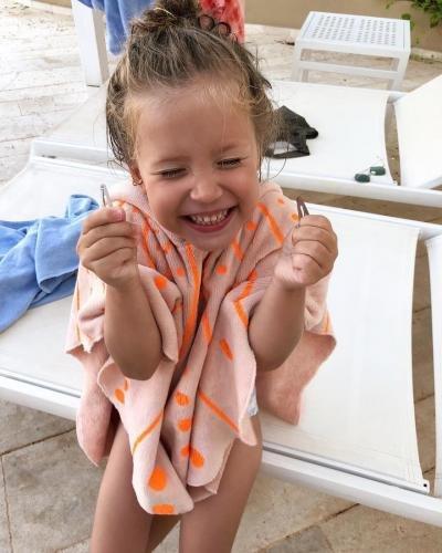 Кристина Асмус впервые показала лицо дочери на фото