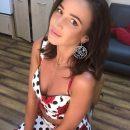 Купи фаллос или сделай грудь: Пользователей не впечатлил цветочный образ Бузовой