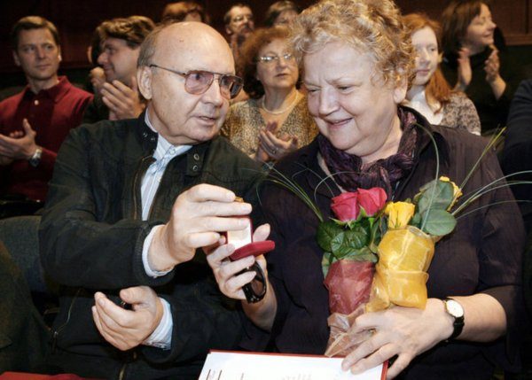 Звезда «Иронии судьбы» Андрей Мягков опроверг информацию о параличе супруги