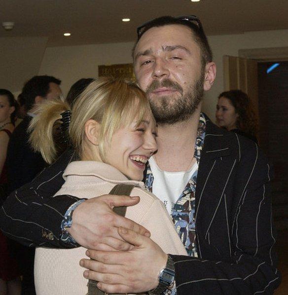 «Им ничто не помешает быть вместе»: Гадалка рассказала о романе Шнурова и Акиньшиной