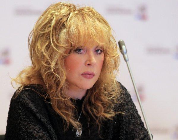 «Жуткая старуха»: 69-летняя Алла Пугачёва взбесила фанатов короткими кожаными шортами