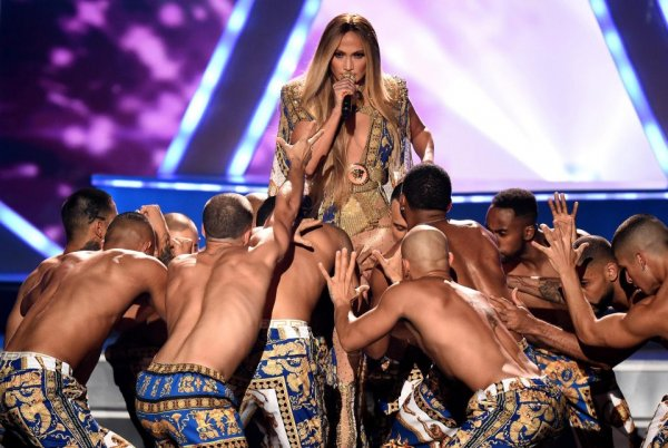 Кайли Дженнер публично унизила Дженнифер Лопес на премии MTV