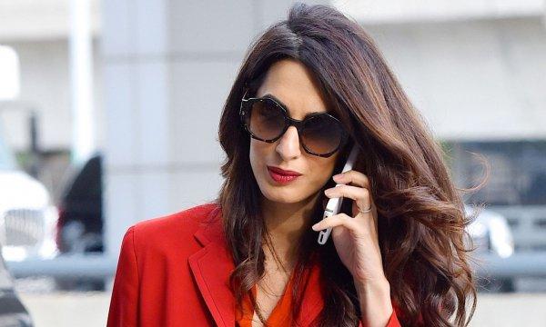 Анджелина Джоли обвинила супругу Джорджа Клуни в краже личности