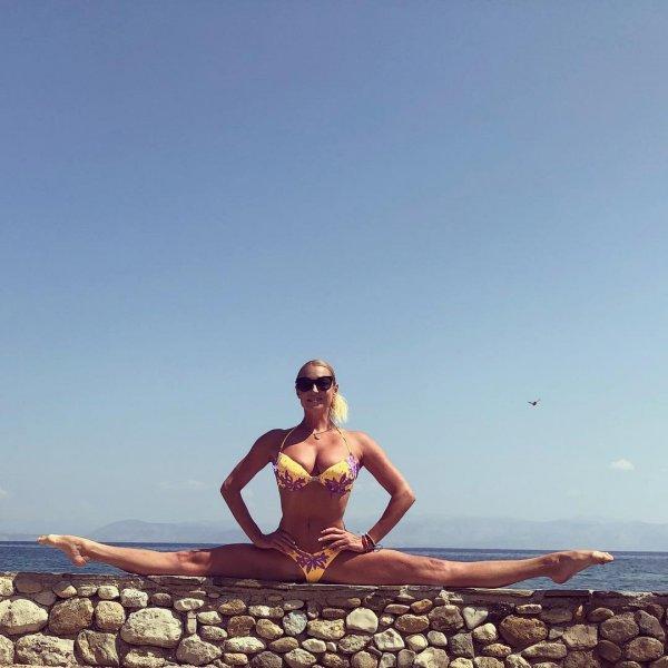 Натренированные мышцы Волочковой спасли ее от падения во время фото в шпагате