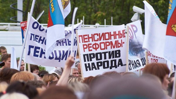 Ходячие антирекламы: Бузову, Собчак и Бородину высмеяли за одновременное одобрение пенсионной реформы