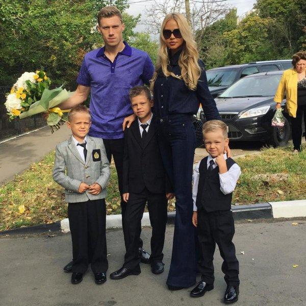 Жена футболиста Павла Погребняка контролирует его телефон