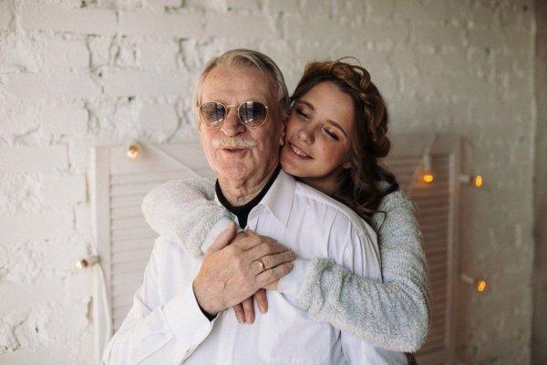 Иван Краско заявил, что счастлив вместе с молодой супругой на фоне слухов о разводе