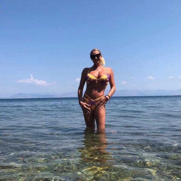 «Теперь на ската наступи»: Лягуха-Волочкова в шпагате назло всем снова нырнула в море