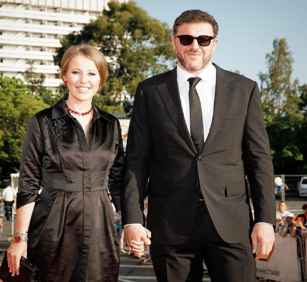 «Ксюша помогла снять оковы»: Виторган хвастается семейным счастьем с Собчак