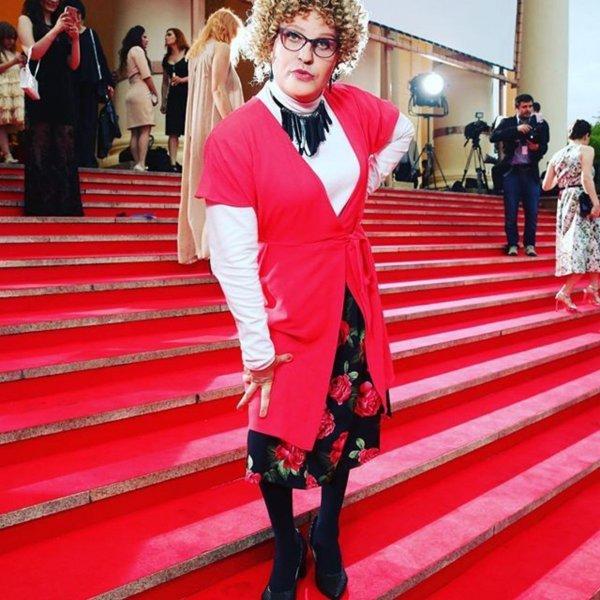 «Противно, но прикольный»: Александр Ревва в образе «бабушки легкого поведения» восхитил фанатов