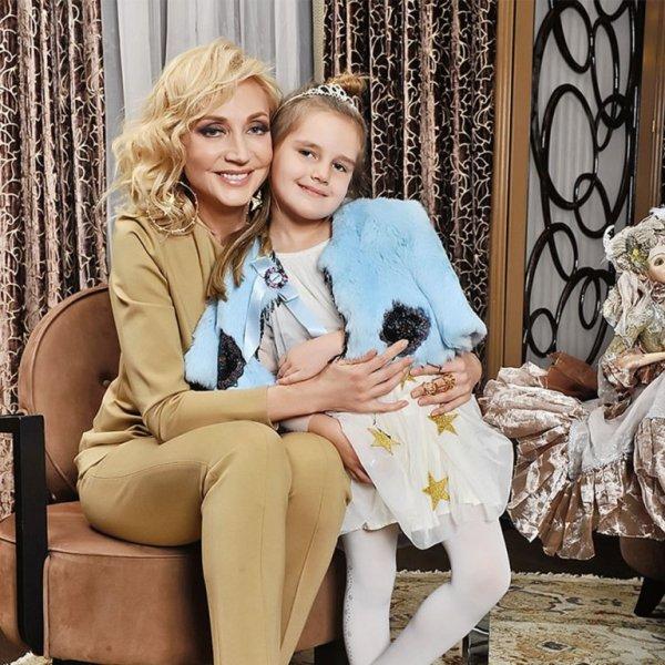 «Не хочет быть как Пугачёва»: Орбакайте стала хорошей матерью из-за тяжёлого детства