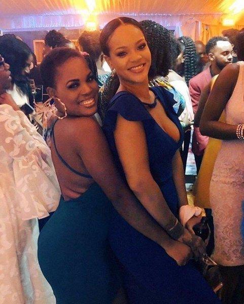 Возвращение на Барбадос: Поклонники сражены красотой Рианны