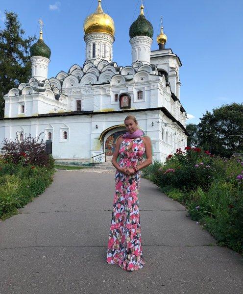 «С грудью нараспашку в церковь»: Оскорбленные верующие напророчили Волочковой адские муки