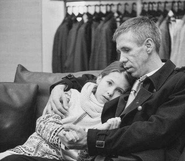 «Пап, нас посадят»: Фанаты Панина не видят негативного влияния актёра на дочь