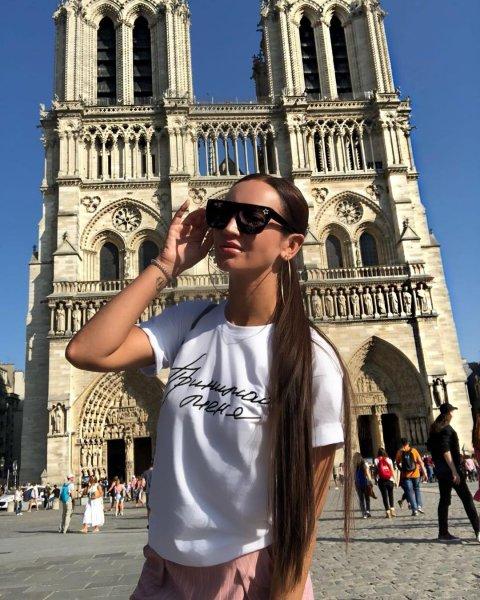 «Какая же она врушка»: Подписчики разузнали, зачем на самом деле Бузова отправилась в Париж