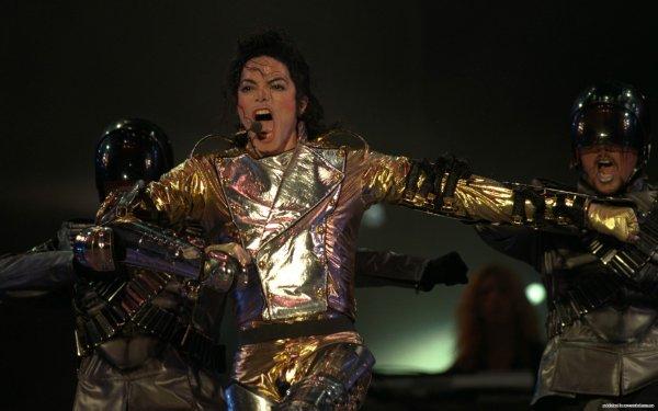 С Днем рождения, Король: Юлия Савичева трогательно поздравила покойного Майкла Джексона с юбилеем
