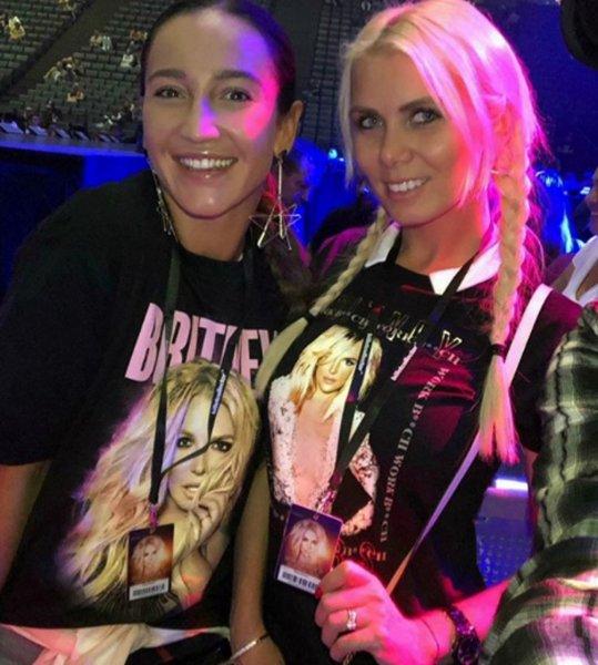 «Без понтов»: После концерта Бритни Спирс Бузова проехалась в метро