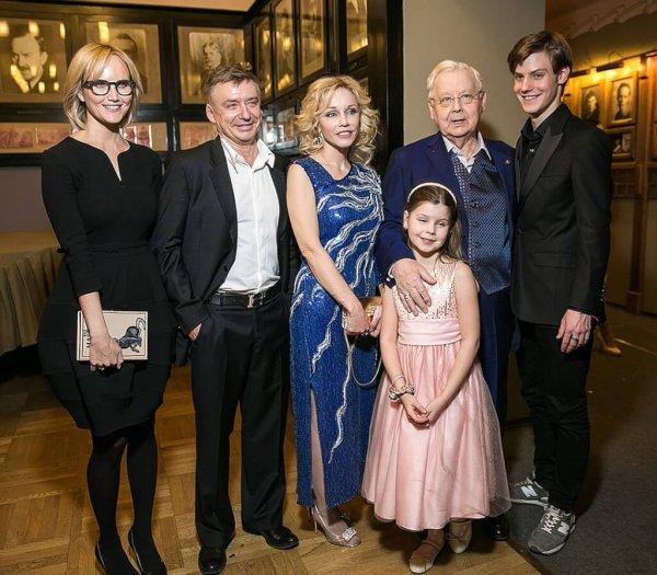 Старшие дети Олега Табакова рассказали об ущемлении свои прав в скандальном завещании актера