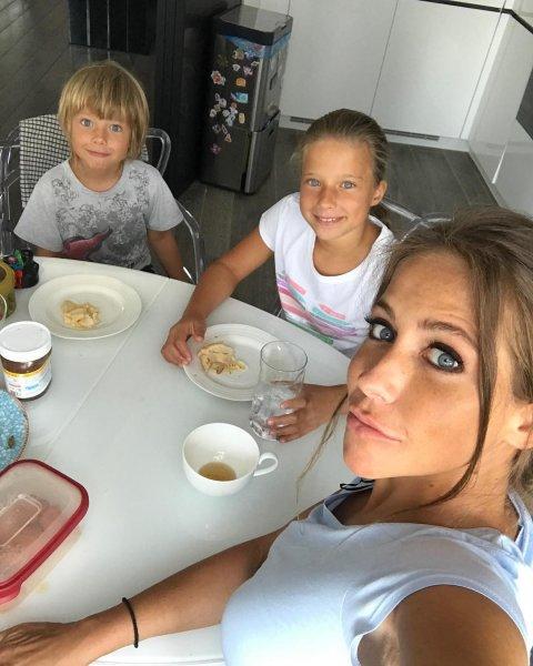 Юлию Барановскую раскритиковали фанаты за «нищебродский» завтрак её детей