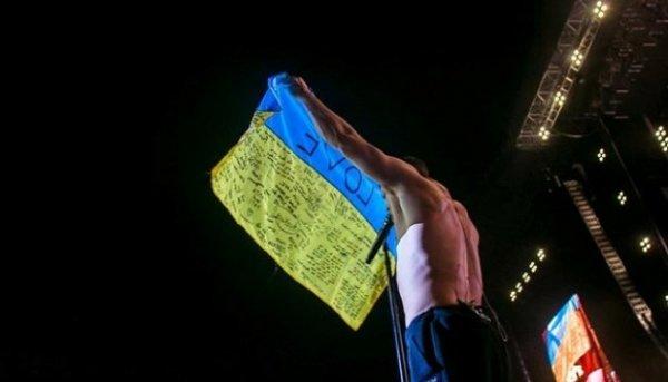 Во время концерта в Киеве солист Imagine Dragons поднял украинский флаг