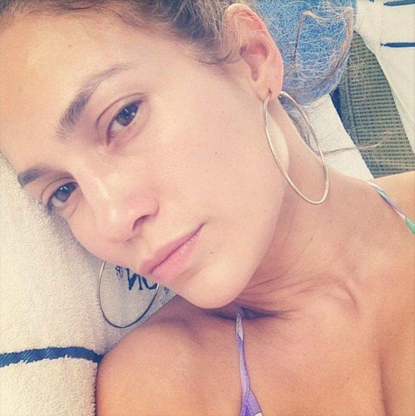 «Не растеряли секс»: В Сети появилась подборка селфи звёзд без макияжа