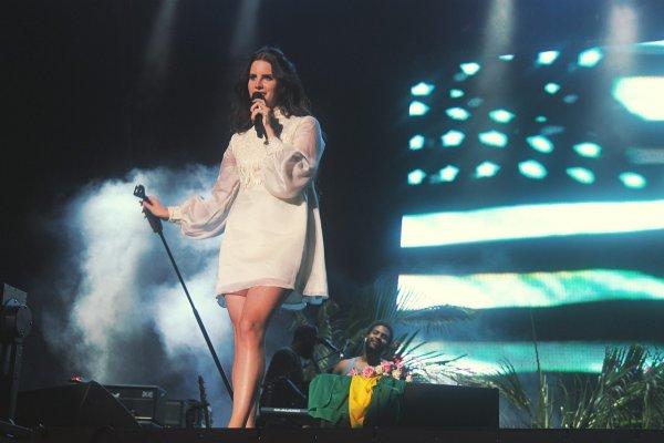 Лана Дель Рей отменила концерт в Израиле по политическим причинам