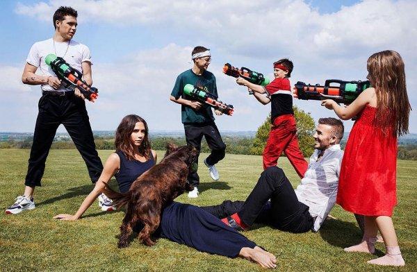 Виктория Бекхэм появилась на обложке Vogue с четырьмя детьми