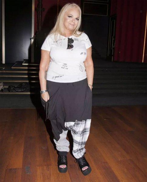 62-летняя Лариса Долина очаровала всех молодежным стилем на театральном субботнике