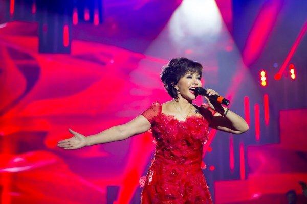 Роза Рымбаева вынуждена пользоваться пластической хирургией для успешной карьеры