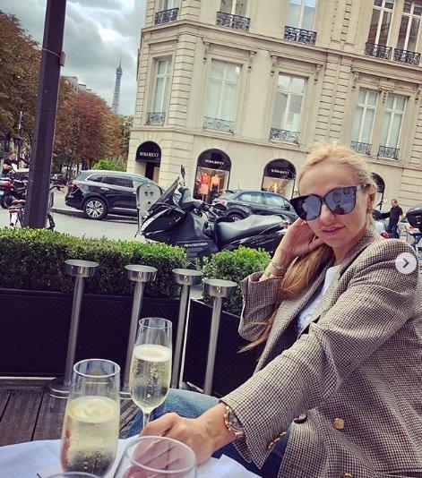 Навка с шампанским пожаловалась на невозможность насладиться Парижем