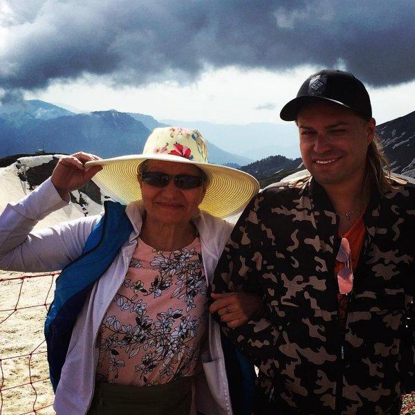 «Скрывает внутреннюю женщину»: Эксперты выяснили, зачем Гогену Солнцеву жена-старуха