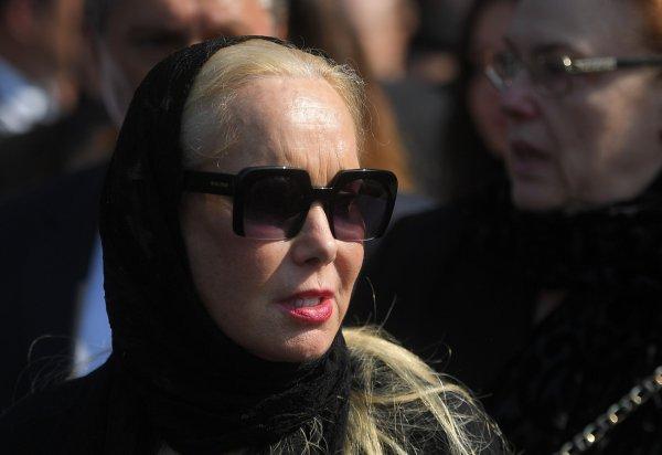 Вдова Кобзона призывала не плакать на его погребении