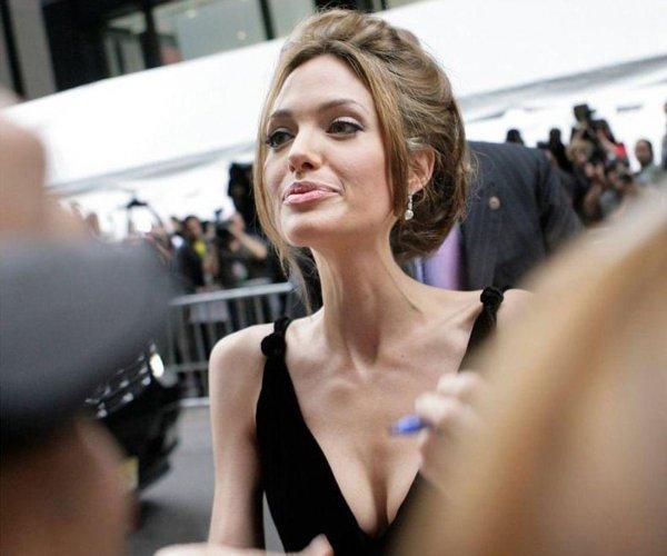 Анджелина Джоли рискует лишиться карьеры из-за болезненной худобы