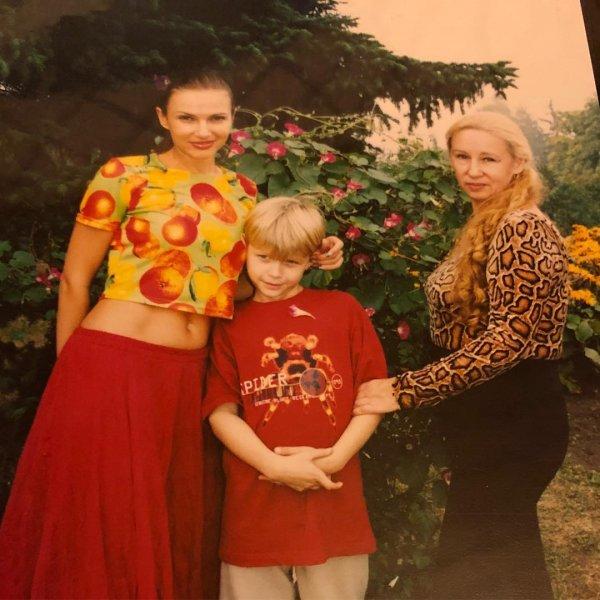 «Красотка на миллион!»: Фанаты Эвелины Блёданс восхитились красотой ее мамы