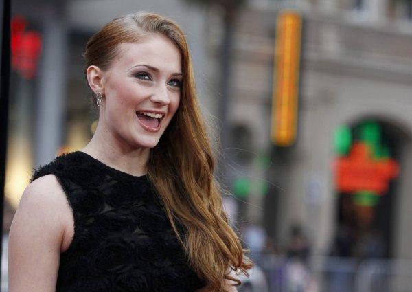 Звезда «Игры престолов» Софи Тернер подогрела слухи о беременности