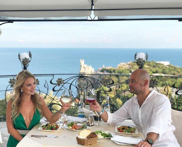 Андрей Черкасов хочет сделать предложение своей девушке в Крыму — соцсети