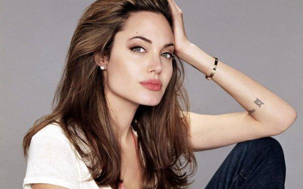 СМИ: Анджелина Джоли манипулирует детьми в бракоразводном процессе с Брэдом Питтом