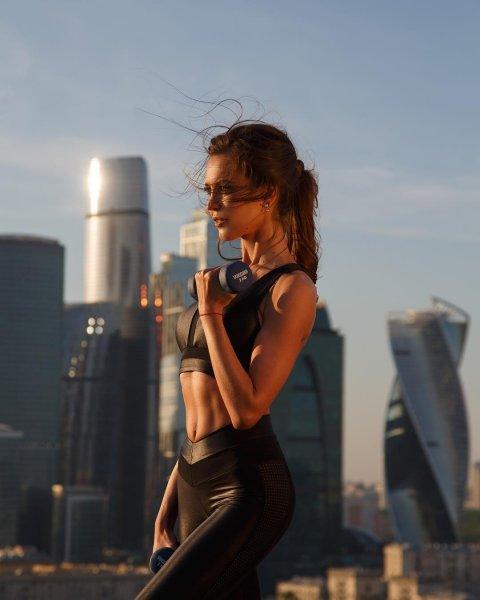 «Красивее Оли»: Анна Бузова показала фото без макияжа и обставила сестру - фанаты