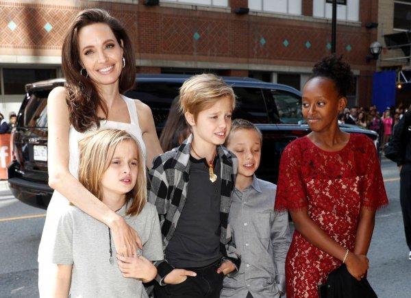 «Она умоляет их!»: Анджелина Джоли попросила детей отказаться от Брэда Питта - СМИ