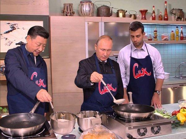 «Фотошоп явный»: Фанаты обвинили Урганта в подделке фото с Путиным