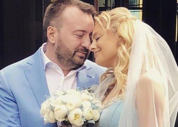 Знаменитая певица из шоу «Голос» вышла замуж на юге Франции
