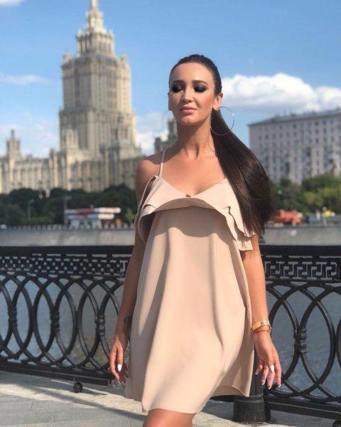 Щелкунчик, голубятня и нарцисс: Фанаты раскрыли Ольге Бузовой глаза на женихов