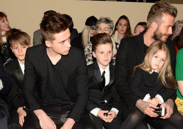 Дэвид Бекхэм с детьми поддержал супругу на Неделе моды в Лондоне